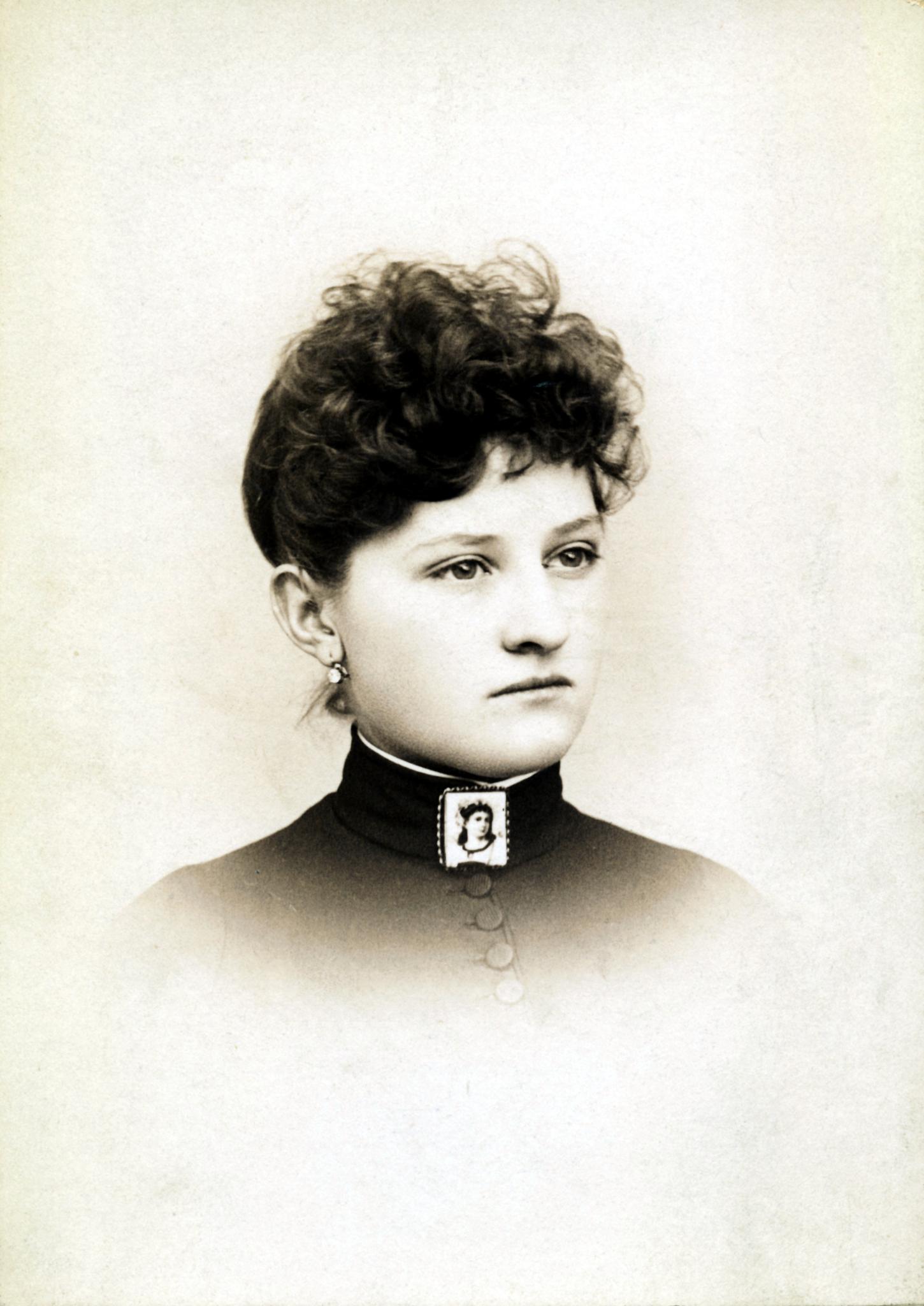 Clara D Hoffman
