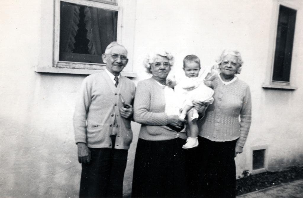 Phillips Grandparents & Aunt with Susan