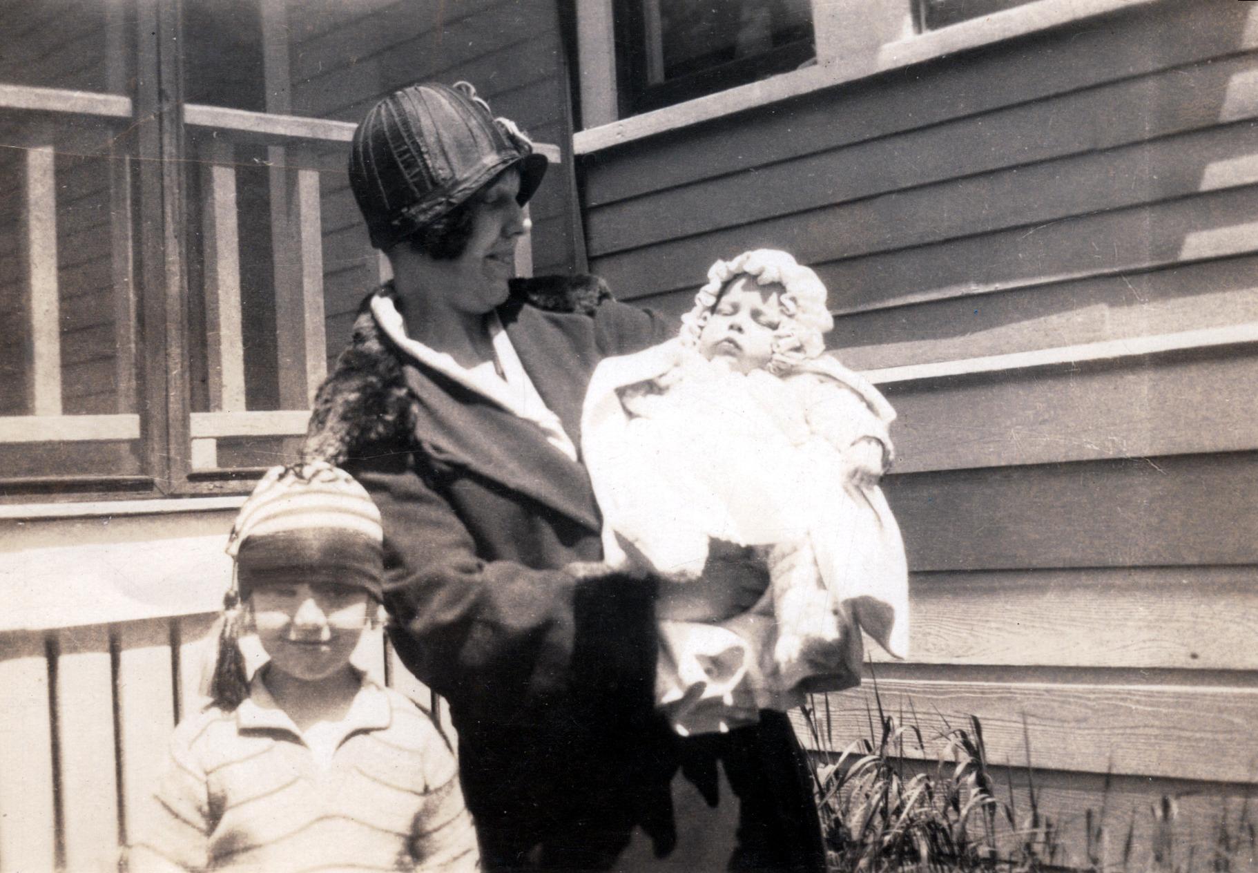 Shirley, Aunt Ruth & Bob - 1926